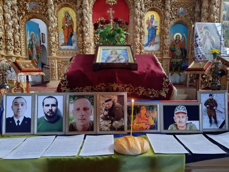 У шести обласних центрах відбулась панахида за загиблими у вересні українськими захисниками